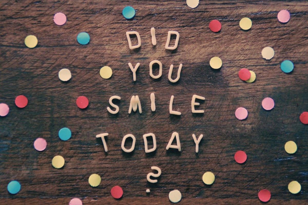 """Konfetti mit dem Spruch: """"Did you smile today"""" Lächeln ist Gesichtsyoga"""