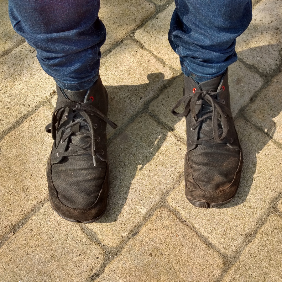 Susannes Barfussschuhe. Braune halbhohe geschnürte Schuhe.